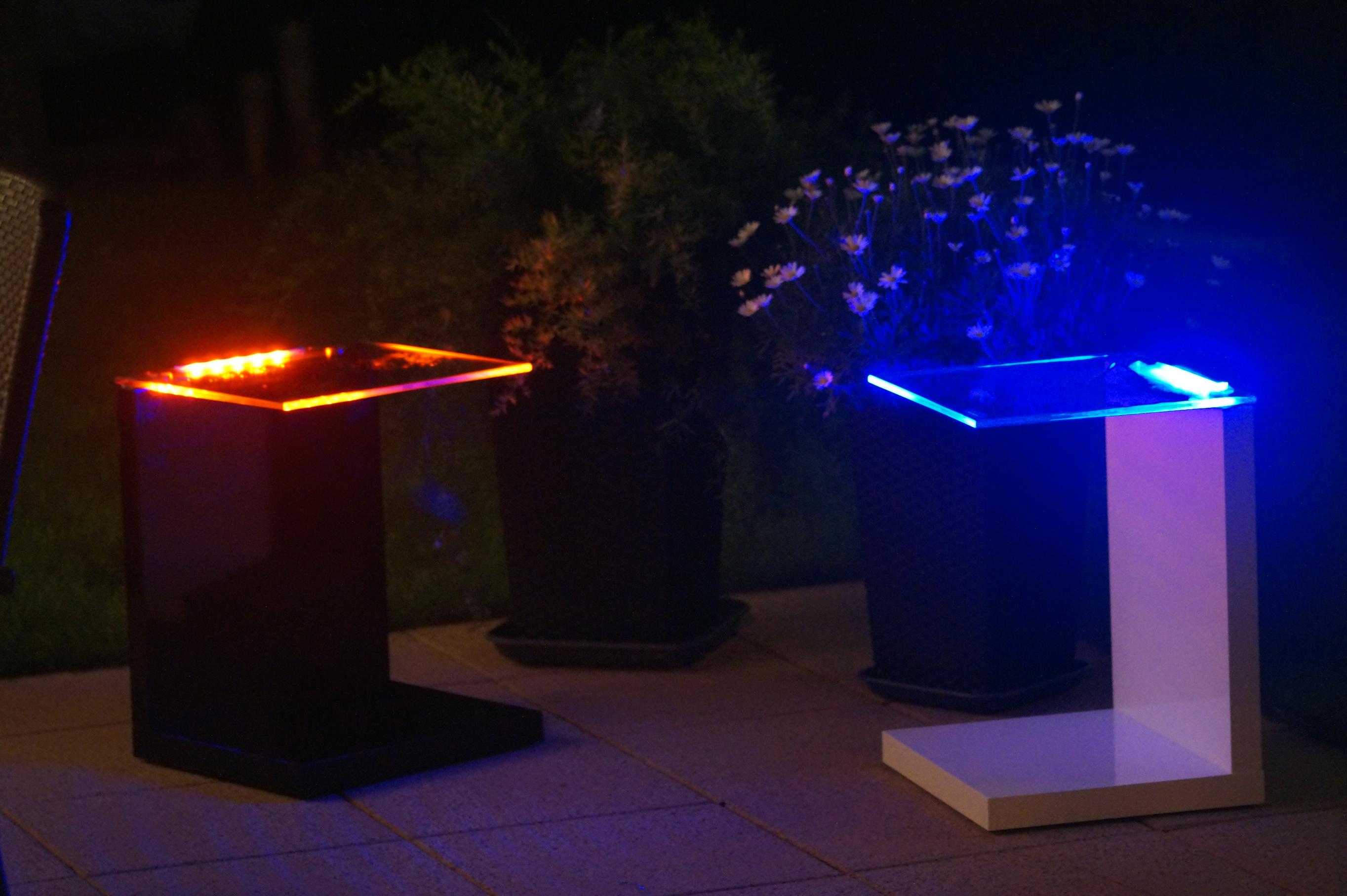 Kabellos beleuchteter led rgb tisch glastisch for Wohnzimmertisch led